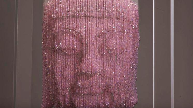 Li Qing skulpture od perli